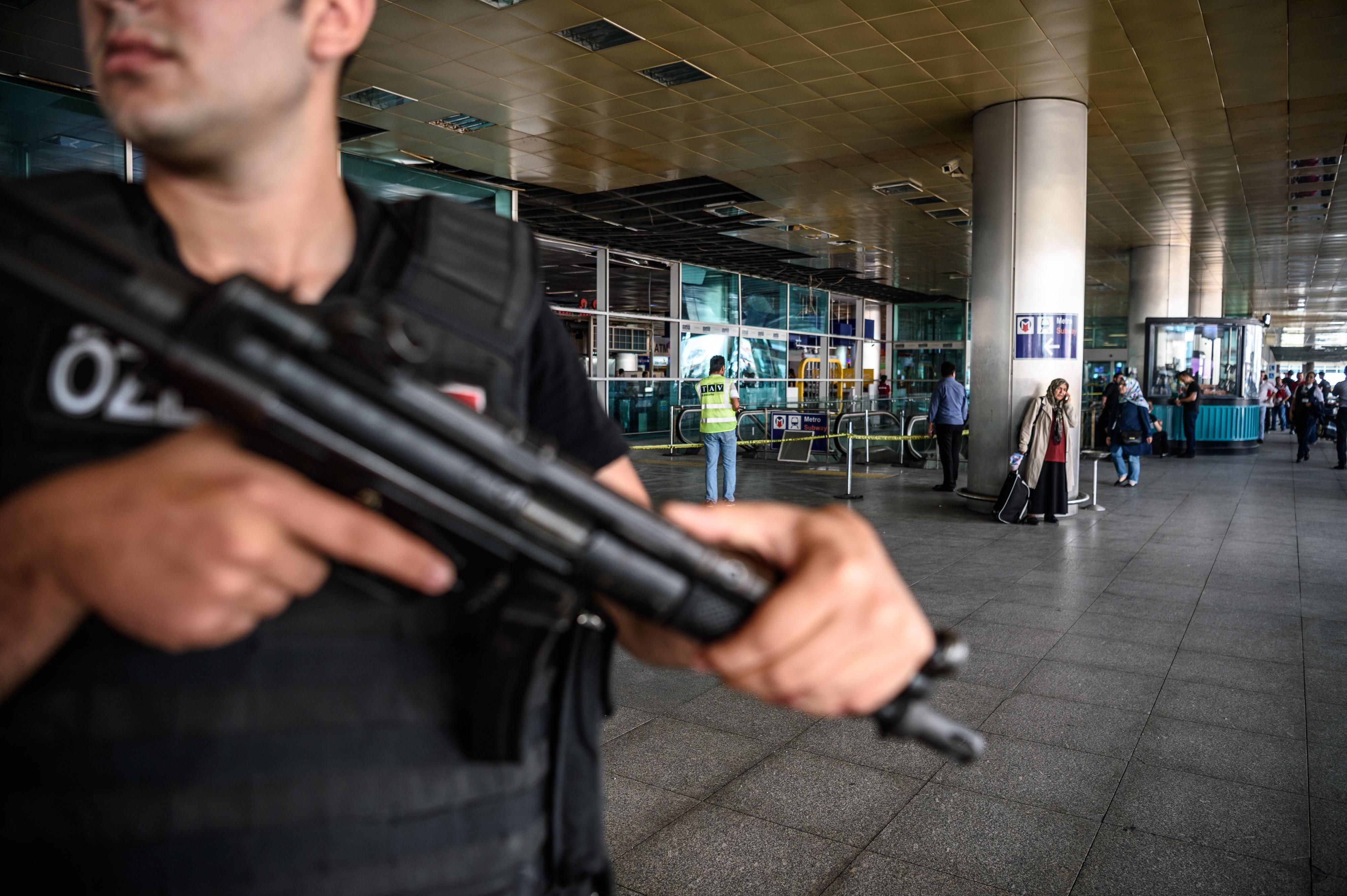 Nouveaux indices sur l'identité et les intentions des kamikazes — Attentat d'Istanbul