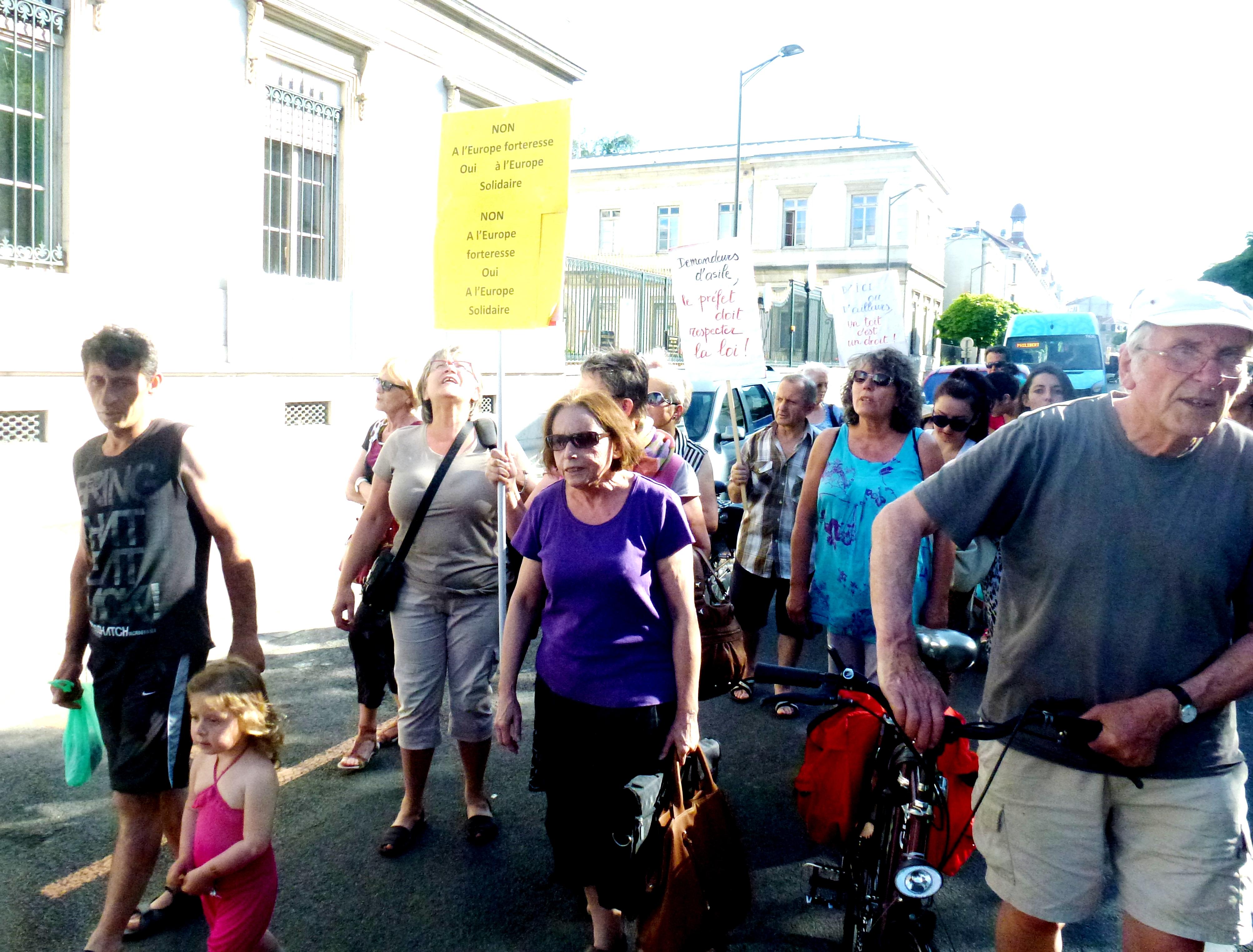 Bourg en bresse 01 demandeurs d asile un an de - Carrefour drive bourg en bresse ...