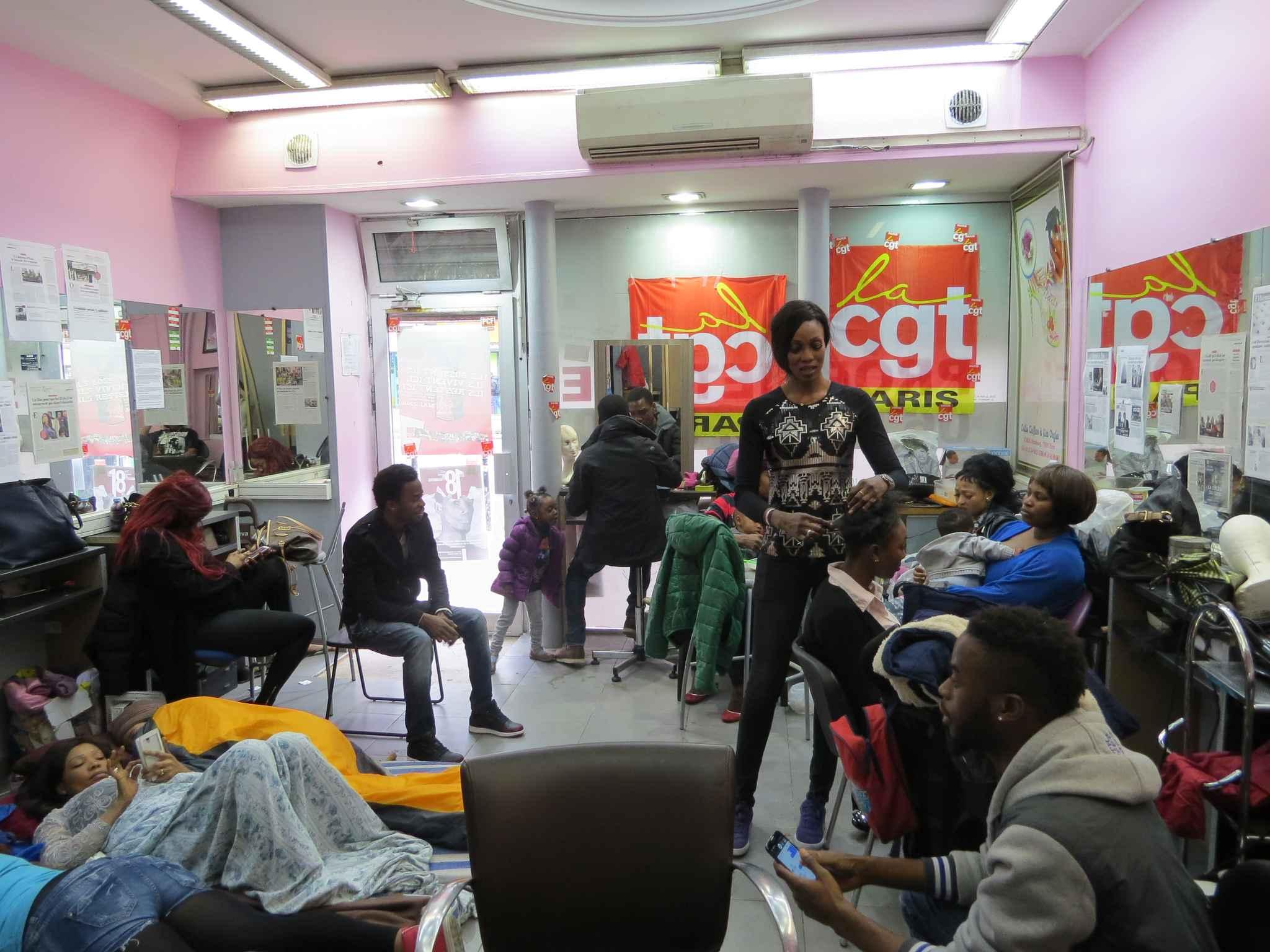 Sans papiers les coiffeuses et manucures victorieuses for Salon de coiffure montreuil